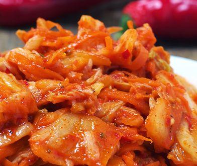 Kimchi posmakuje tym, którzy lubią ostrą kuchnię. Będzie idealnym dodatkiem do obiadu.