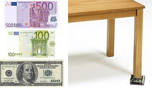 Plik banknotów jako podpórka pod chwiejne meble