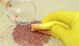 Jak usunąć plamy na dywanie?