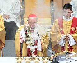 Kazimierz Nycz zaprasza na mszę. Joanna Senyszyn proponuje kwarantannę