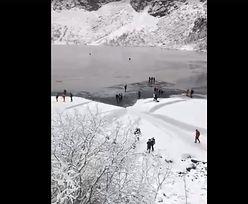 Turyści nadal wchodzą na Morskie Oko. Mężczyzna z Budapesztu przeszedł 350 m od brzegu