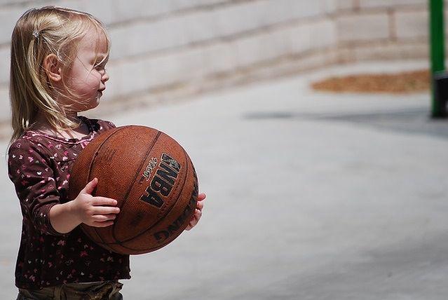 Granie w koszykówkę