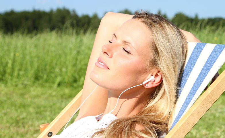 Nadmierne opalanie się może doprowadzić do uczulenia słonecznego objawiającego się wysypką