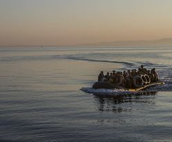 Libijskie władze uratowały prawie 300 migrantów. Płynęli na dwóch pontonach bez silników