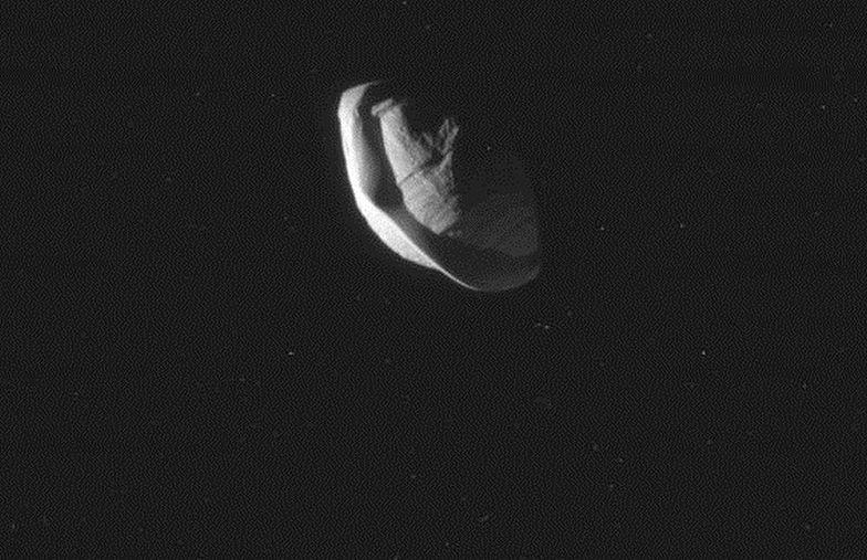 NASA pokazało księżyc Saturna