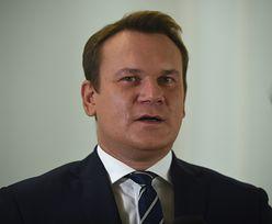 """Matka Marcina Mellera nie żyje. Dominik Tarczyński napisał, że """"może ją olać"""". Chamstwu nie ma końca"""