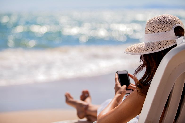 Dla wielu Polaków odpoczywających za granicą korzystanie z telefonu wciąż nie będzie darmowe.