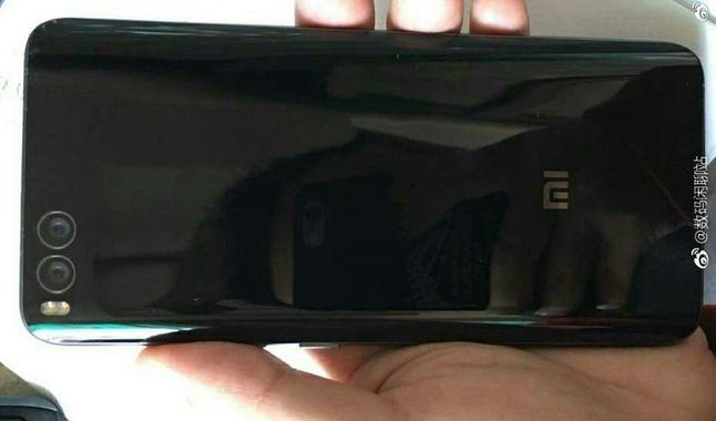 Podobno plecy Xiaomi Mi 6 Plus, źródło: nextpowerup.com