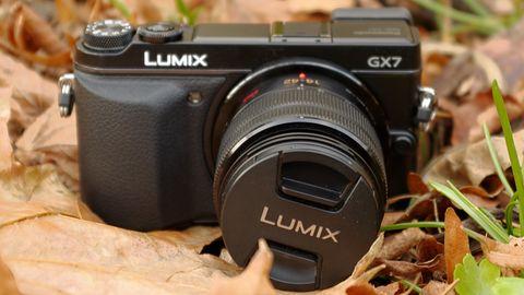 Panasonic Lumix GX7 — bezlusterkowiec, który może wszystko