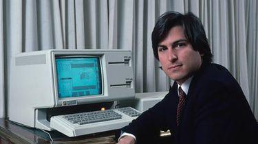 Apple Design – Gilda wzornictwa projektuje człowieka Cro-Magnon - Pierwsza wersja Lisy miała charakterystyczny dla poprzednich modeli szaro-beżowy plastik. Jednakże Manock zrezygnował ze swoich ulubionych, ściętych krawędzi i rogów.