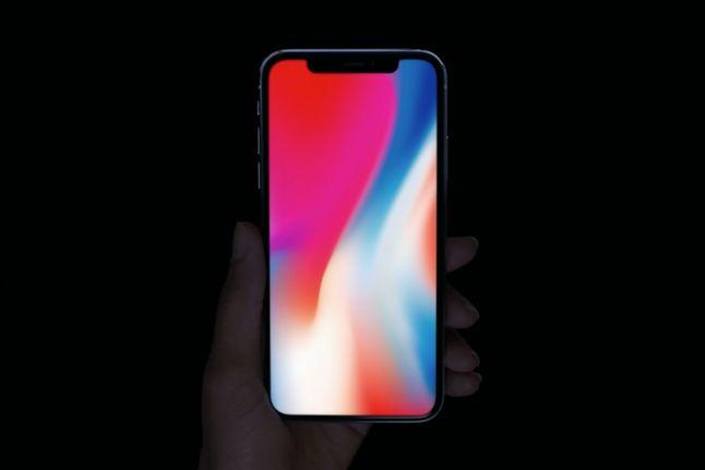 iPhone X sprawił, że prawdziwi fani Apple z zasobnymi portfelami nie są zainteresowani modelem 8