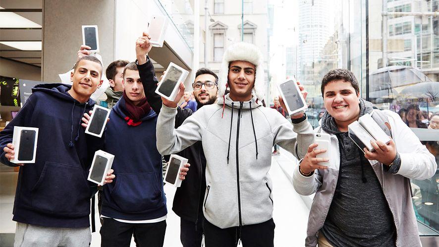 Apple spowalnia iPhone'y – czy polskie przepisy umożliwiają reklamację?