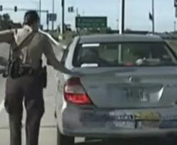 Policjant robi to zawsze podczas interwencji. To zabezpieczenie