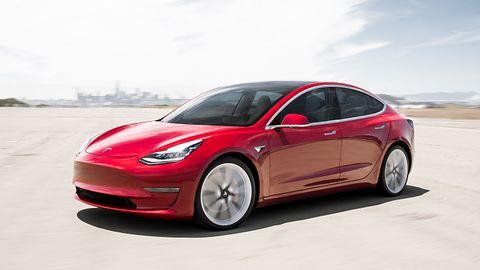 """Tesla łata """"lukę"""" w zabezpieczeniach. Mobilna aplikacja pozwoli znaleźć skradziony samochód"""