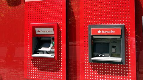 Santander ostrzega przed vishingiem. Przestępcy podszywają się pod pracowników banku