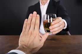 Alkohol a odchudzanie i dieta - ile kalorii ma alkohol, wpływ alkoholu na zdrowie i wagę, właściwości czerwonego wina