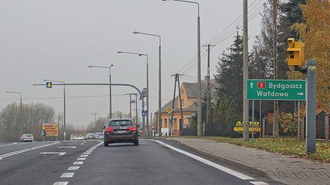 NAVITEL R300 GPS – nowy rejestrator z bazą fotoradarów za niecałe 250 złotych