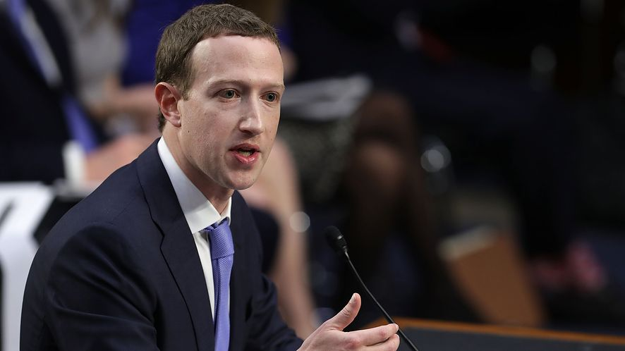 Szef Facebooka Mark Zuckerberg przesłuchwiany przez Senackie Komisje Sprawiedliwości i Handlu.