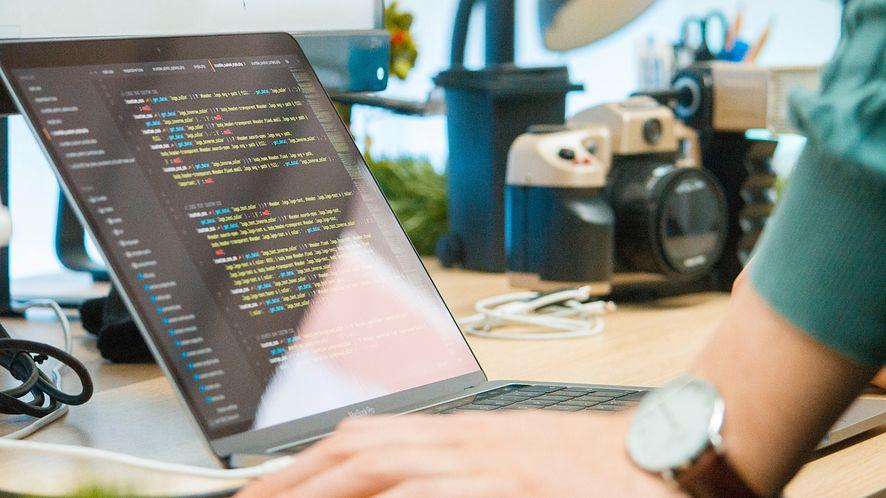 Który kraj ma najlepszych programistów? Polska na podium