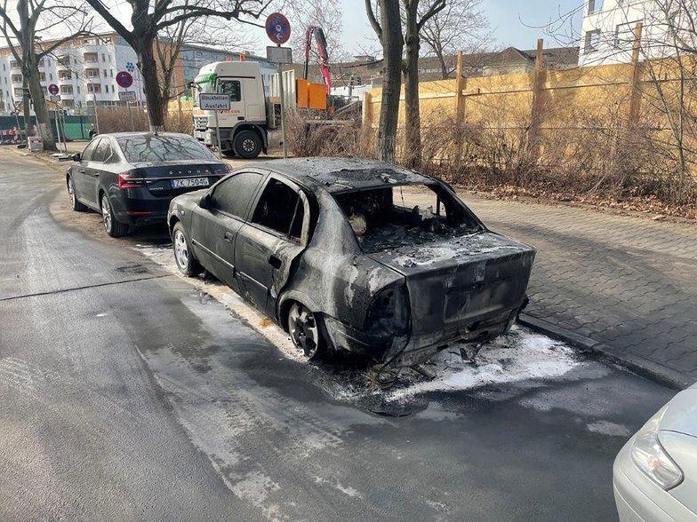 """Niemcy. Spłonęło auto polskiej ambasady. """"Badane jest podłoże polityczne"""""""