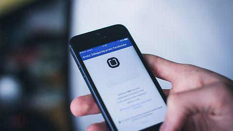 Aplikacja Ubera z udostępnianiem lokalizacji i przekazywaniem środków