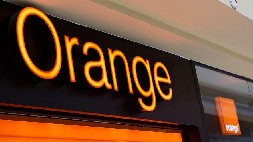 Orange oszczędza papier. Umowę podpiszesz na tablecie, fot. Getty Images