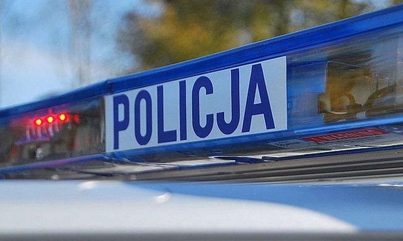 Łódź. 16-latek zaatakował nożem. Policjant dostał od niego cios w szyję