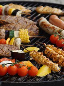 Nieoczywiste przepisy na majówkowego grilla