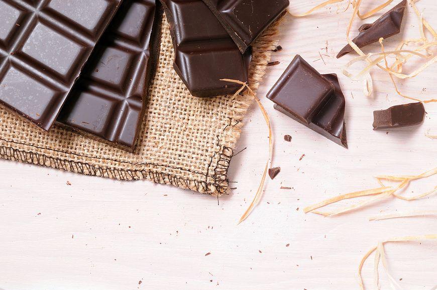 Najlepiej wybierać czekoladę o zawartości co najmniej 60% kakao