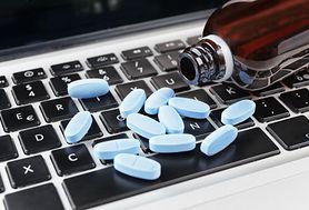 Przez internet czy w aptece - jak bezpiecznie kupować leki?