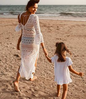 STYLOWE MAMY: Paulina Krupińska w ażurowej sukience idealnej na lato!