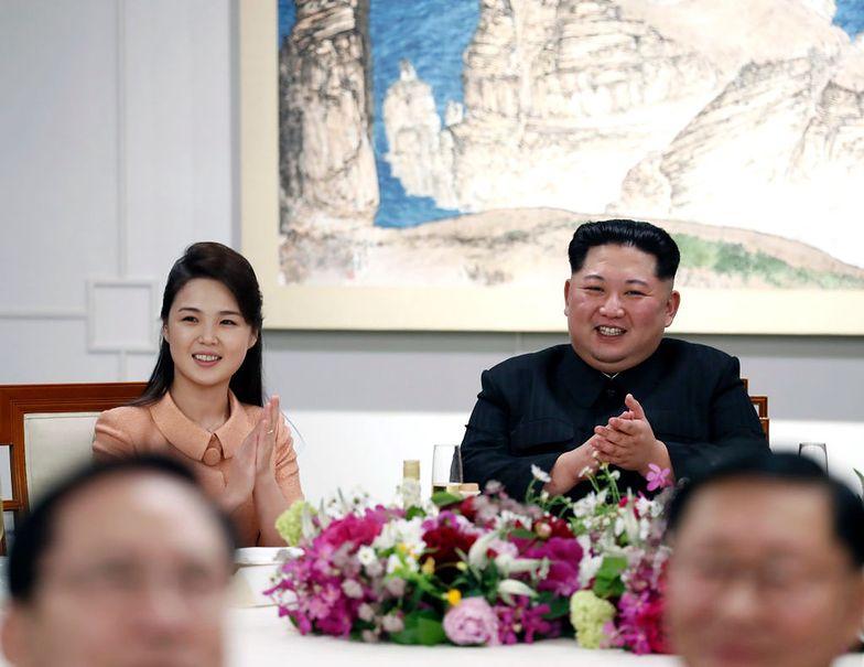 Korea Płn. Tego nikt się nie spodziewał! Zobacz, kto zasiadł z Kim Dzong Unem