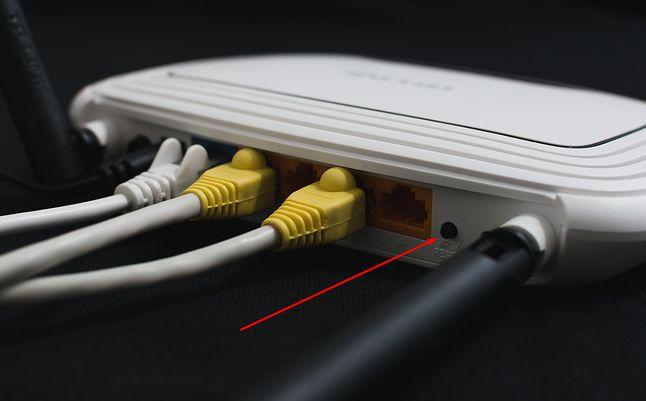 Przycisk WPS na routerze, fot. Pixabay