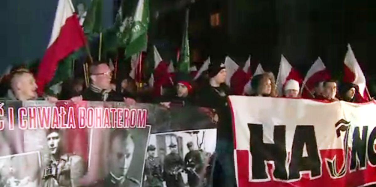 """Narodowcy oddali w Hajnówce cześć """"Buremu"""". A mieszkańcy - jego ofiarom"""