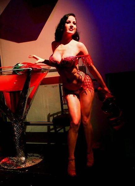 Królowa striptizu i fetyszu