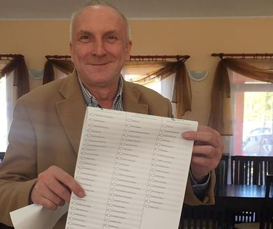 Piotr Zygarski zrobił sobie zdjęcie przy urnie wyborczej