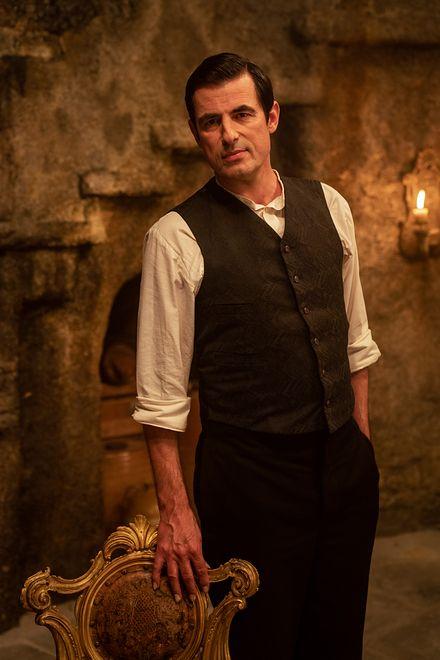 "Claes Bang w serialu Netfliksa ""Dracula"""