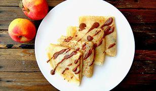 Naleśniki z jabłkami i czekoladą. Smakują o każdej porze dnia
