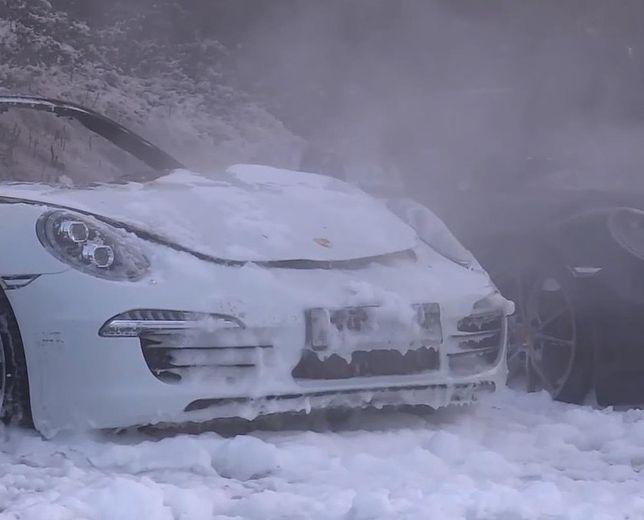 Spłonęło dziesięć Porsche na parkingu dilera. Straty sięgają miliona euro