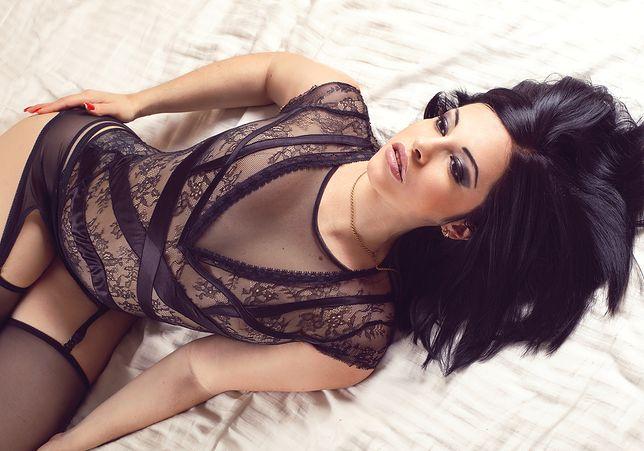 Eleganckie body z koronką jest niesamowicie seksowne