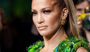 Jennifer Lopez na pokazie Versace. Maciej Zień komentuje