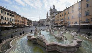 Koronawirus we Włoszech. Historyczne place są tak opustoszałe, że zarastają trawą