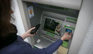 Wakacje 2020. Uwaga na oszustów. Rekordowe kradzieże na kartę płatniczą