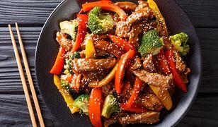 Słodko-ostre polędwiczki wieprzowe z soczystymi warzywami