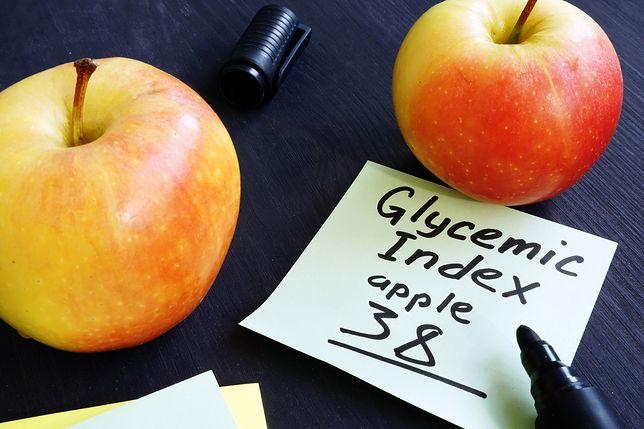 Indeks glikemiczny to wskaźnik, który pomaga określić wzrost poziomu glukozy we krwi po spożytym posiłku.