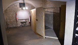 Miejsce po sarkofagu Lecha i Marii Kaczyńskich w krypcie wawelskiej