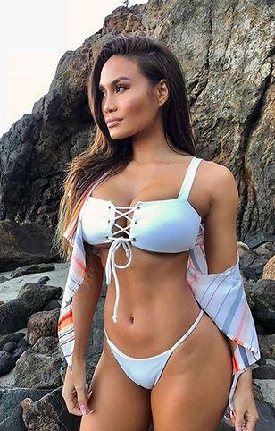 Daphne Joy pręży się w seksownym bikini. Dla jej boskich kształtów można oszaleć