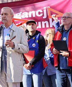"""Warszawa. Protest nauczycieli przed gmachem MEiN. """"Czarnek nie będzie nam pluł w twarz"""""""