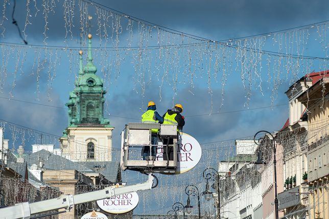 Warszawa. Demontaż iluminacji świątecznej ma potrwać dwa tygodnie