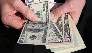 Czy dolar zacznie tanieć przed wakacjami?